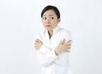 アトピー肌をクーラーの乾燥から守る|オフィスでできる簡単保湿ケア