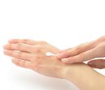 あかぎれを治す効果的な方法|ひび割れた手を潤す3パターンの湿潤療法