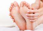 しもやけを防ぐ靴下の選び方|足の裏が赤く痛痒い正体はアトピーなの?