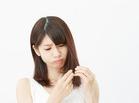 毛先のチクチクで瞼の赤みが痛い|髪の刺激からアトピー肌を守るには